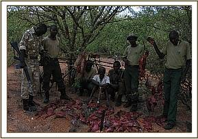 De-snaring team & KWS with the arrested poacher