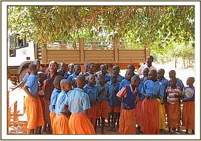 Kakindu Student dance and sing to thank DSWT
