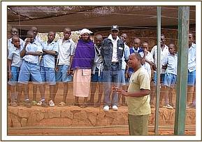 Steve gives a lecture to kivuti pupils