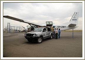 Sapalan wird am Wilson-Flughafen abgeladen