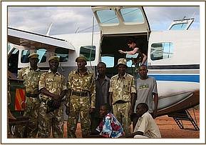 The KWS officers and rangers involved in rescuing Kilaguni from near the Chyulu Gate.