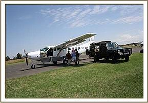 The rescue plane and the KWS vehicle with the calf.jpg