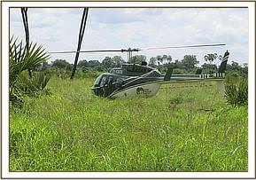 KWS helicopter landing with the KWS/DSWT Vet